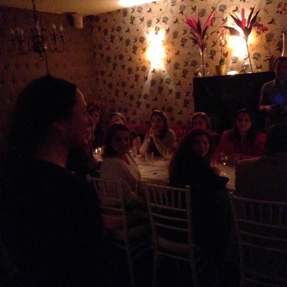 participantes conversando com a chef Andrea Kauffmann