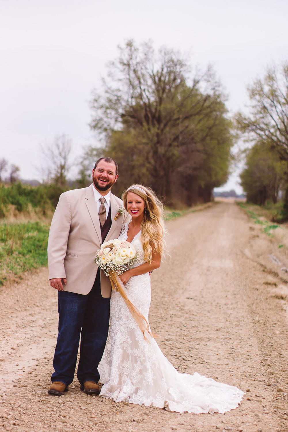 country dirt road wedding barn lace rustic wedding fayetteville ar wedding photographer