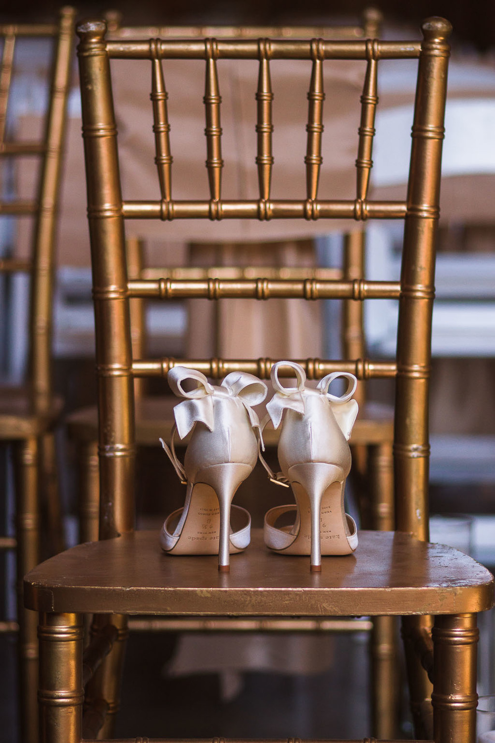 kate spade bow shoes modern glam wedding pratt place barn fayetteville ar wedding photographer