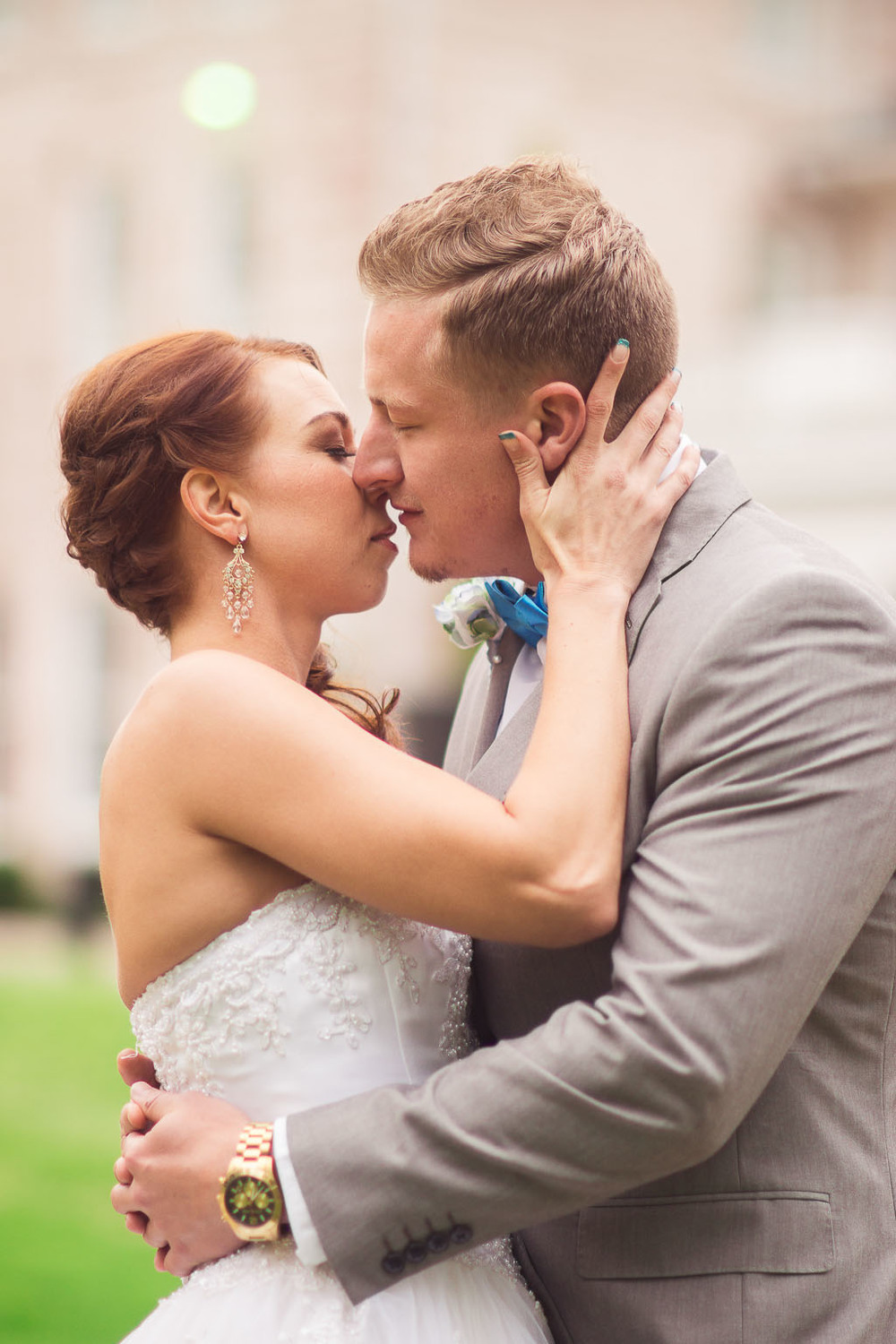 wedding day pose ideas fayetteville-ar-wedding-photographer