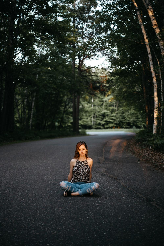 Outdoor summer senior photo shoot by Britt DeZeeuw, Brainerd MN Photographer