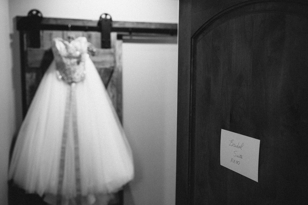 Bridal suite at Grand View Lodge. Wedding photography by Britt DeZeeuw