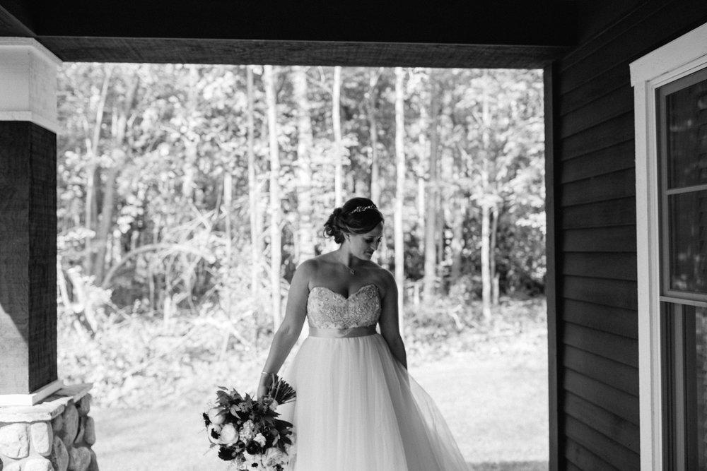 Modern black and white bridal portrait at Grand View Lodge. Wedding photography by Britt DeZeeuw.