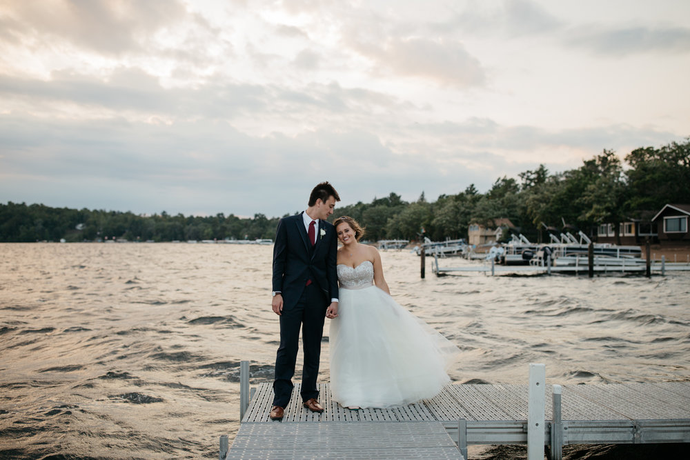 Minnesota lakeside wedding at Grand View Lodge, photography by Britt DeZeeuw