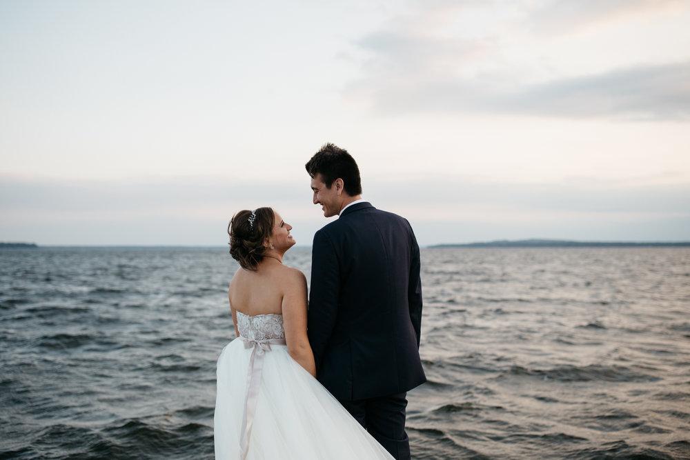 Candid wedding photography by Britt DeZeeuw at Grand View Lodge