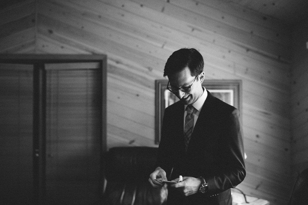 Black and white wedding photography by Britt DeZeeuw, Grand View Lodge photographer