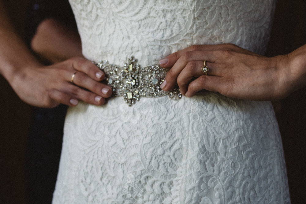 Round diamond with gold band wedding ring. Photography by Britt DeZeeuw, Grand View lodge in Nisswa Minnesota wedding photographer