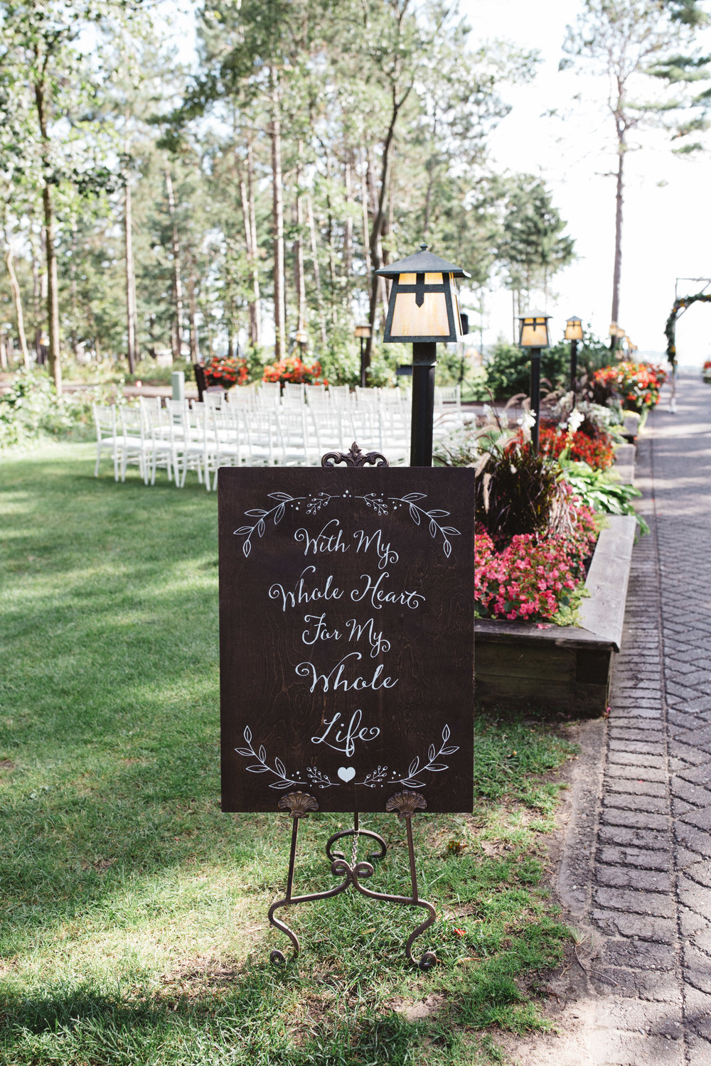 Ceremony decor at Grand View Lodge. Wedding photography by Britt DeZeeuw, Brainerd MN photographer.