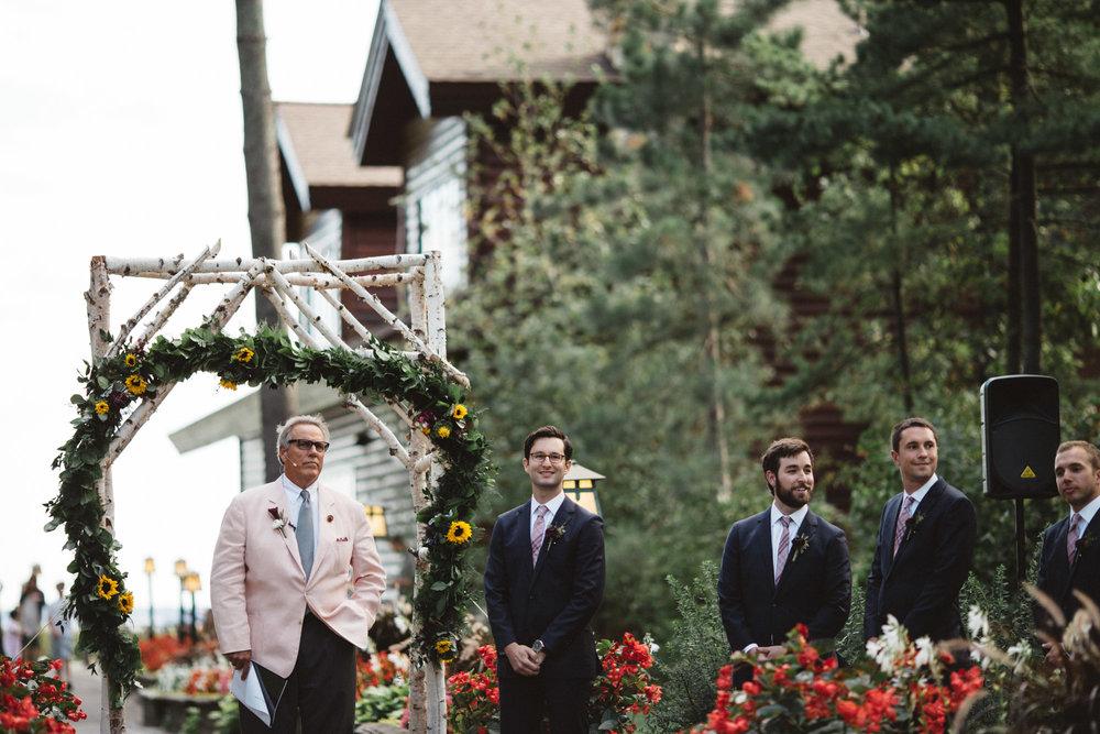 Grand View Lodge outdoor wedding ceremony on Gull Lake, Photography by Britt DeZeeuw, Brainerd Minnesota photographer.