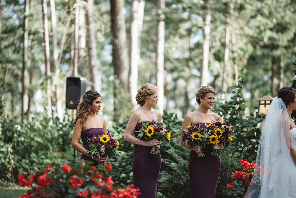 Sun flower bridal bouquets by Bloom Designs. Wedding photography by Britt DeZeuw, Brainerd Minnesota photographer