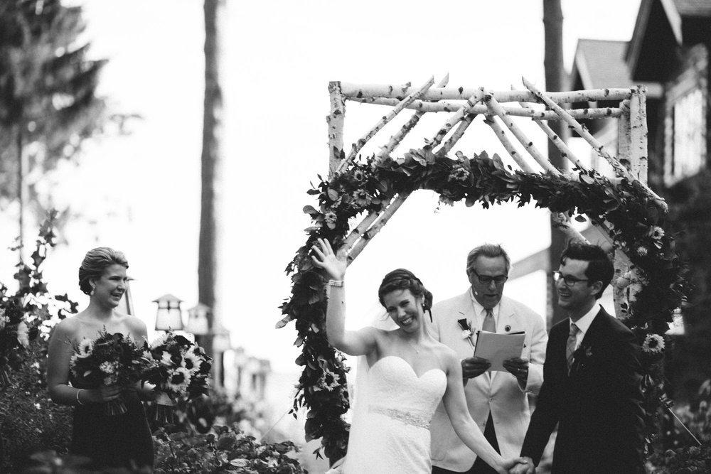 Documentary style wedding photography by Britt DeZeeuw, Grand View Lodge photographer.