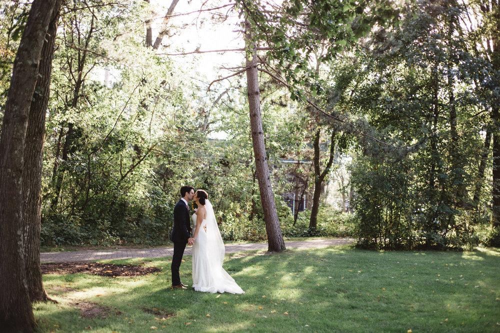 Timeless outdoor wedding portrait at Grand View Lodge, photography by Britt DeZeeuw Brainerd Minnesota photographer