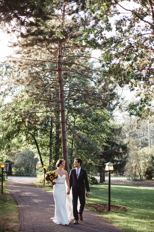 Golden hour wedding photography at Grand View Lodge by Britt DeZeeuw, Brainerd Minnesota phogorapher