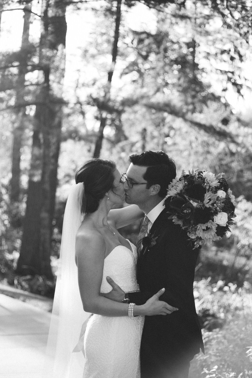 Romantic wedding at Grand View Lodge, photography by Britt DeZeeuw