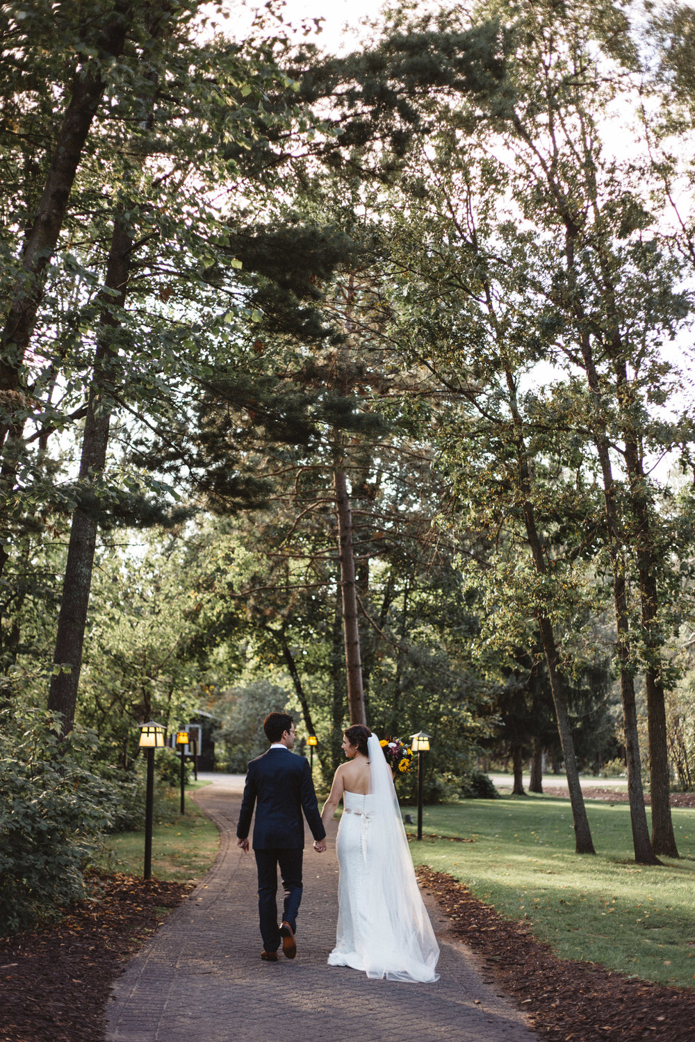 Summer wedding at Grand View Lodge, photography by Britt DeZeeuw