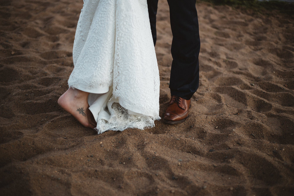 Casual beach wedding at Grand View Lodge in Nisswa Minnesota, photography by Britt DeZeeuw