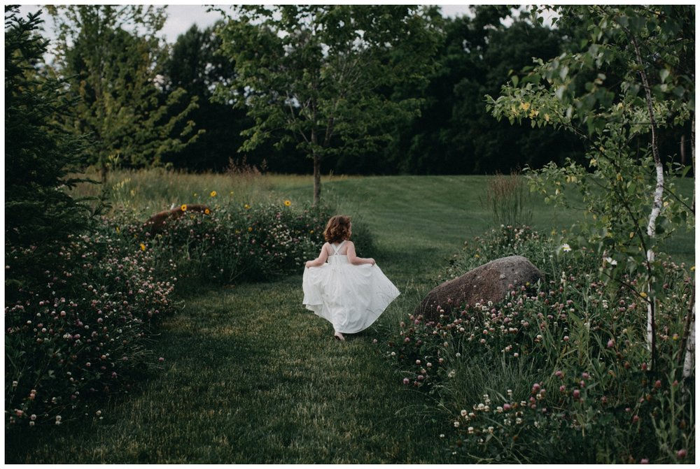 Minnesota barn wedding at Creekside Farm photographed by Britt DeZeeuw