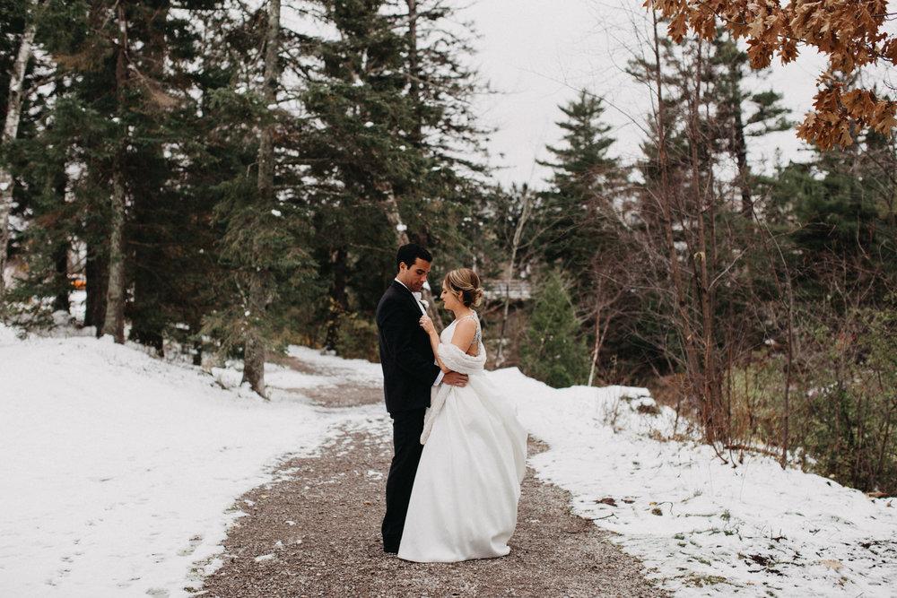 Snowy winter wedding in Duluth, Minnesota