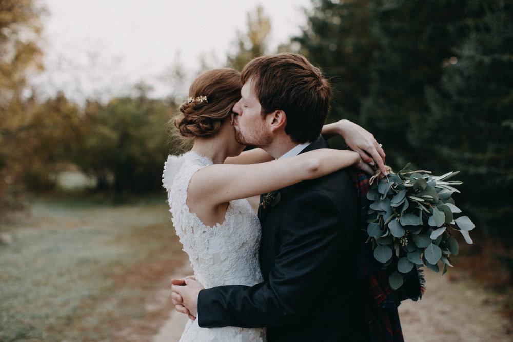 Cozy, outdoor fall wedding in Brainerd Minnesota photographed by Britt DeZeeuw