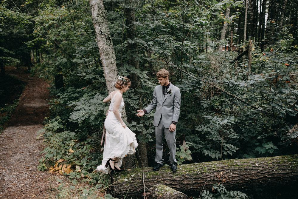Outdoor wedding in the woods in Duluth Minnesota photographed by Britt DeZeeuw