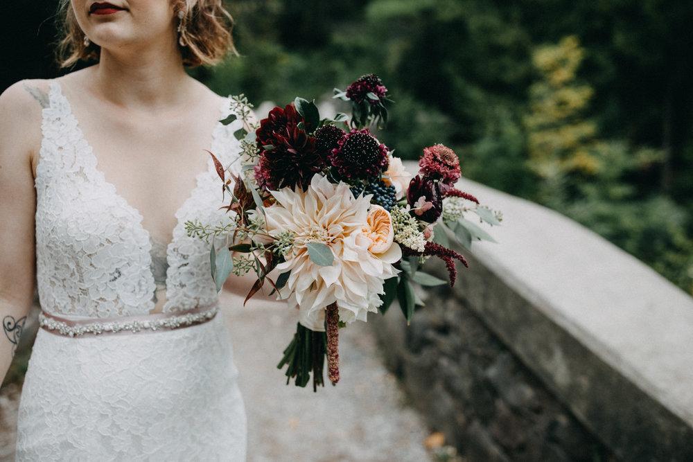 Stylish, modern bride in Duluth Minnesota photographed by wedding photographer Britt DeZeeuw