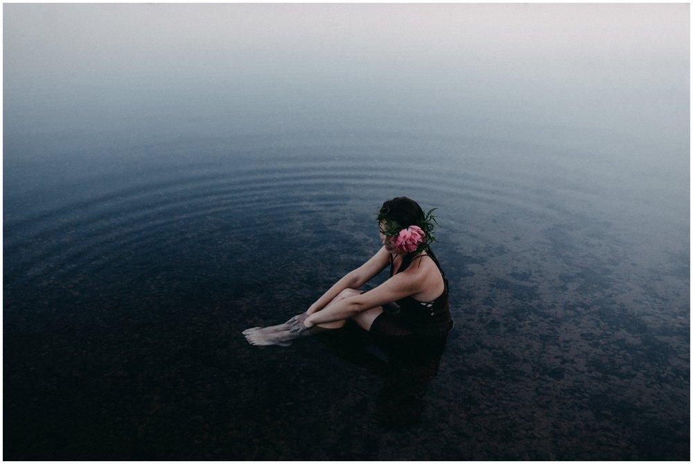 Artistic portrait session in the water by Brainerd MN photographer Britt DeZeeuw