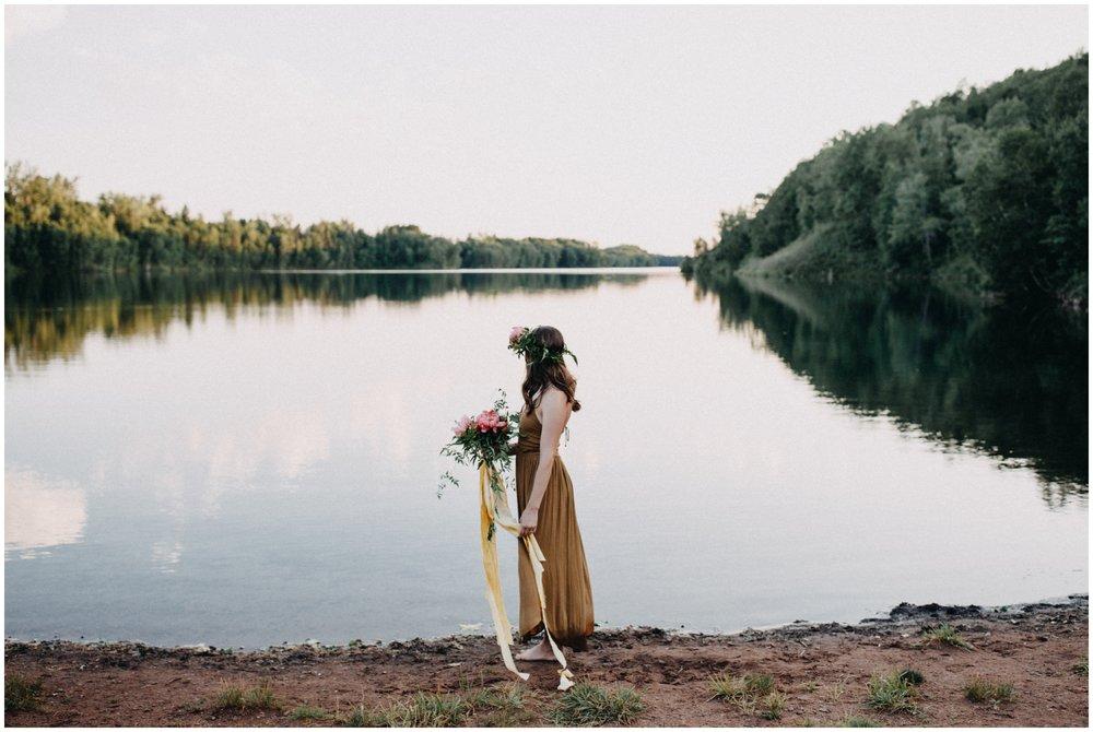 Organic boho inspired portrait session at the lake by Brainerd photographer Britt DeZeeuw