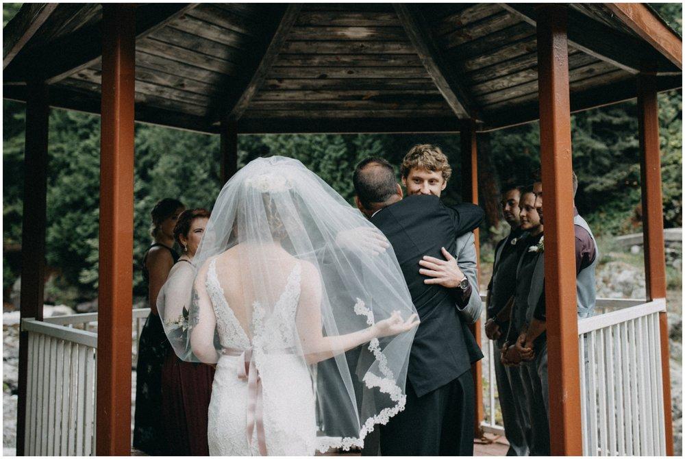 Lester River wedding ceremony in Duluth Minnesota