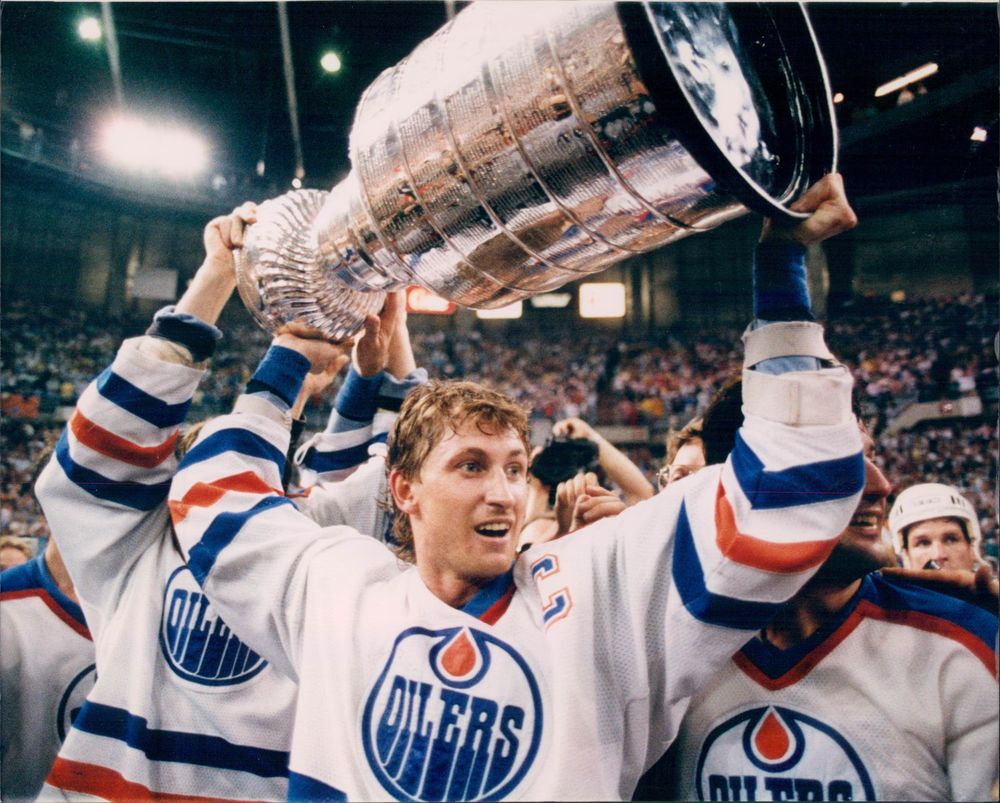 Wayne Gretzky doing what he did best: winning.