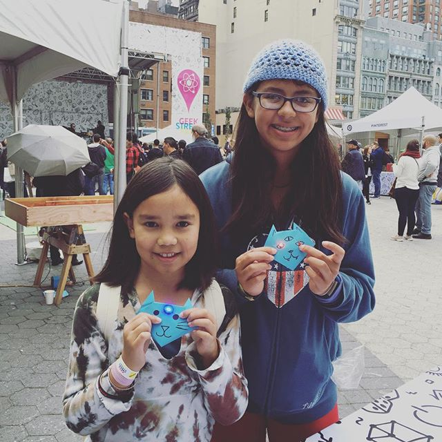 Check out the light up origami! #blinkblink #girlsintech #googlegeekstreetfair #geekstreet