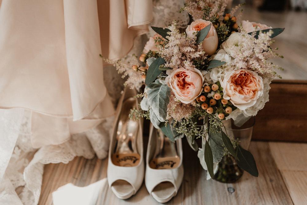 omaha photographers wedding flowers.jpg