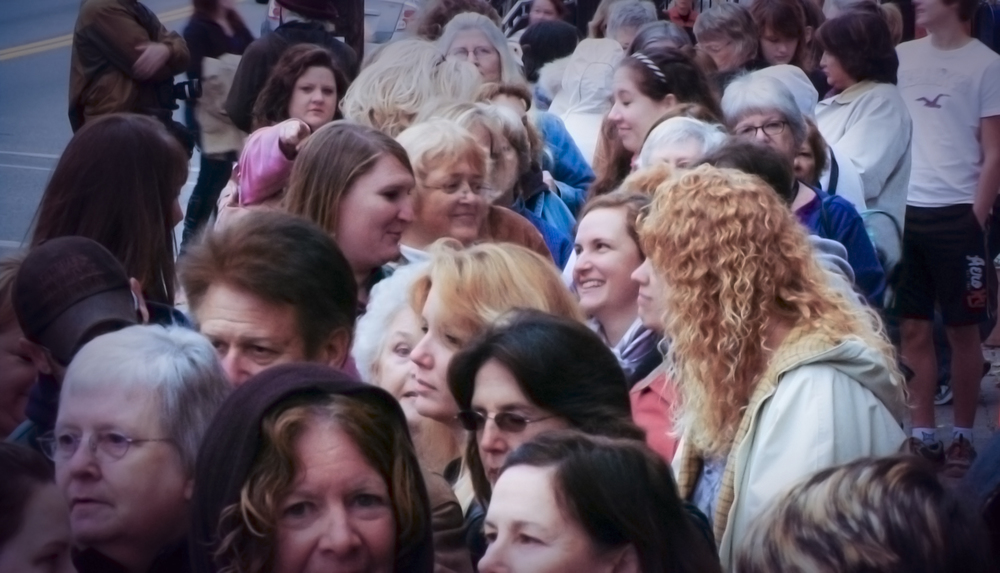 Fans in line at a Nora Roberts signing