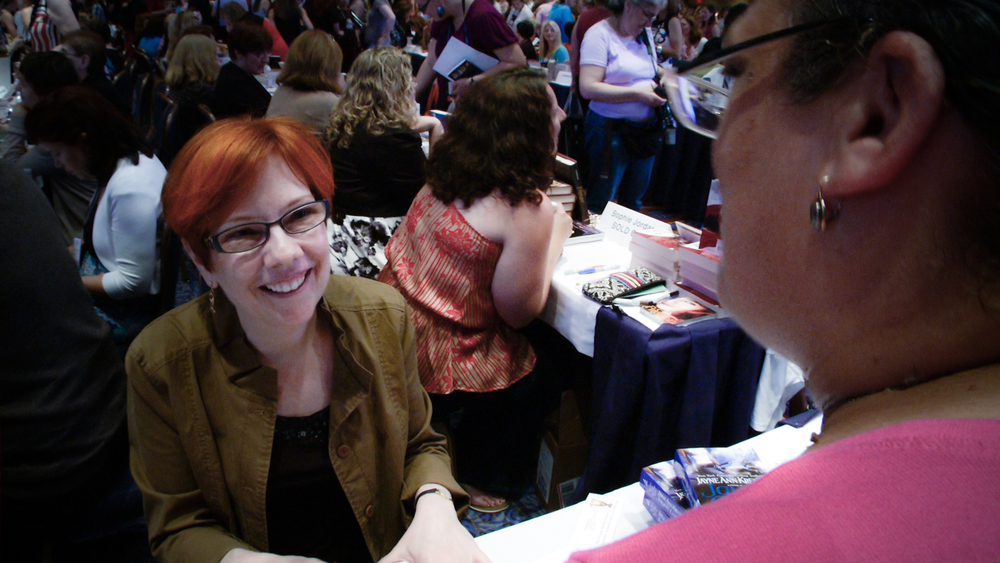 Jayne Ann Krentz signs for her readers