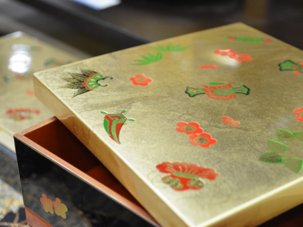 Kanazawa gold leaf box at Kyoto Handicraft Centre.