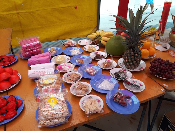 Red bean sweet, bananas, pineapples and grapes among many sweet offerings.