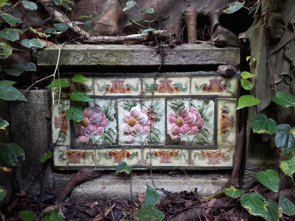 jennifer-lim-art-bukit-brown-wall-tile-01-three-pink-flowers-with-border-tile-1500.jpg