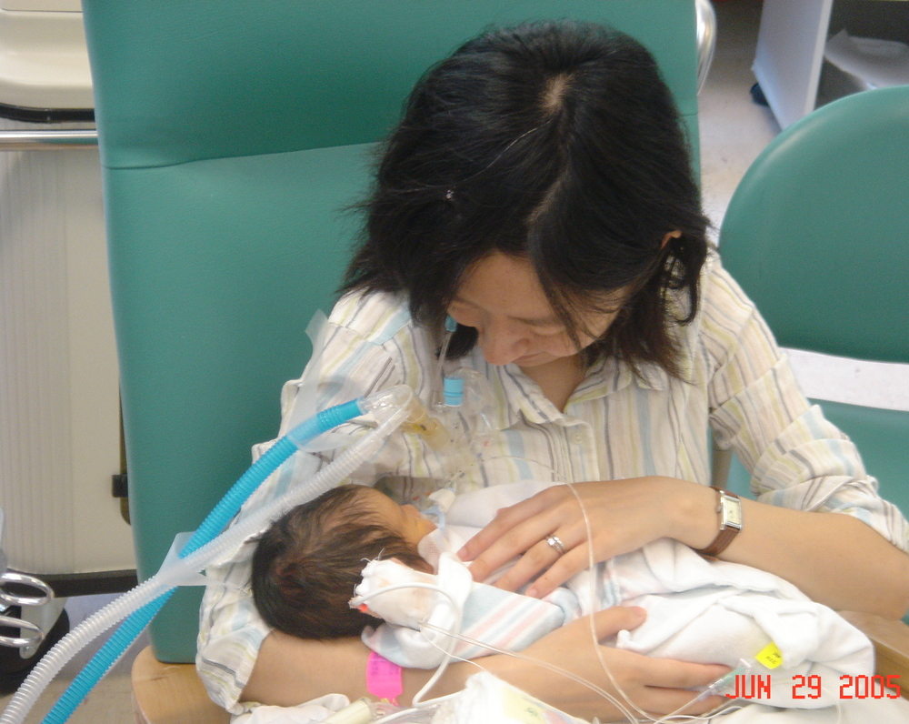 I was able to hold Harumi even though she was connected to a ventilator by a breathing tube, thanks to help from nurses in the NICU.