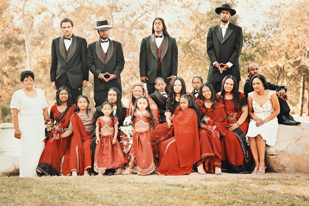 女性はおそらくベリーズの民族衣装(?) とてもユニークで美しく、ステキなウェディングでした