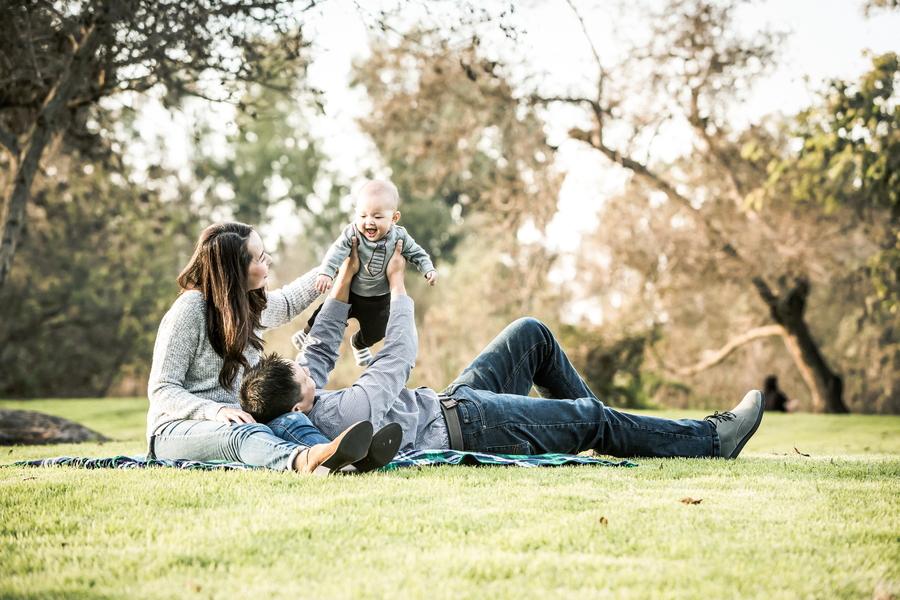 ファミリー・子ども    家族や子どもの写真をたくさん撮るアメリカ。ロサンゼルスにある広大な公園や美しいビーチなどでの屋外撮影と、慣れ親しんだご自宅や専用フォトスタジオでの屋内撮影の両方に対応いたします。また、お宮参りや七五三、成人式の撮影サービスも提供。ホリデーシーズンにはカード用の家族写真も撮影します。