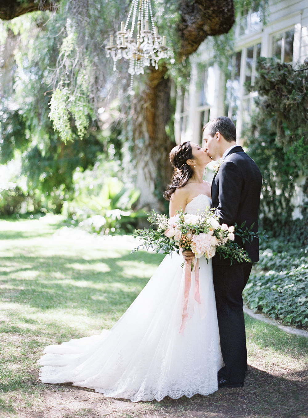 Romantic Garden Wedding in California | Style Me Pretty | Green Gables Estate | Classic Romantic blush pink bridal bouquet | Bride and groom | Southern California Film photographer | Whiskers and Willow Photography
