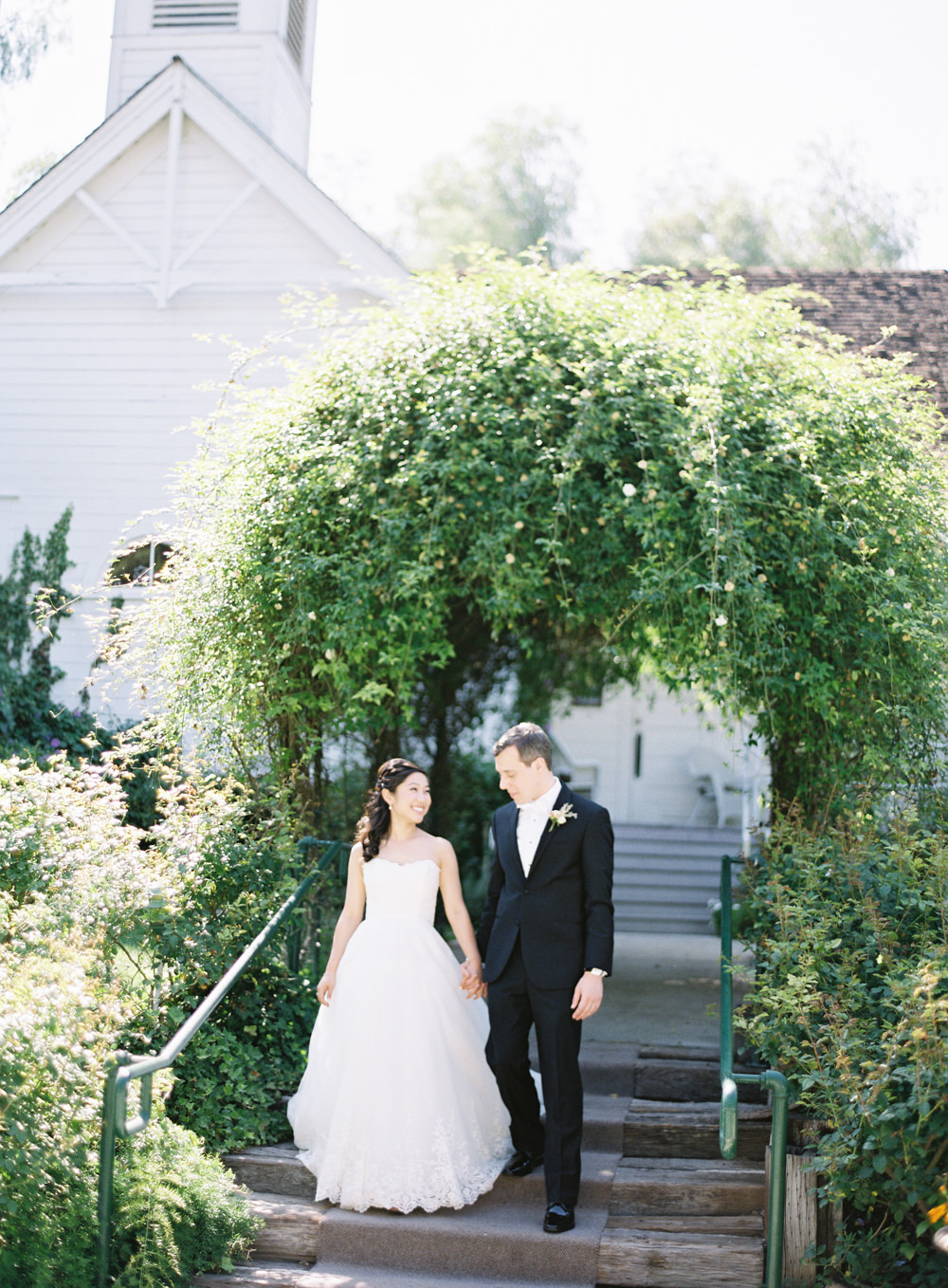 Romantic Garden Wedding in California | Style Me Pretty | Green Gables Estate | Classic Romantic Bride and groom | Southern California Film photographer | Whiskers and Willow Photography
