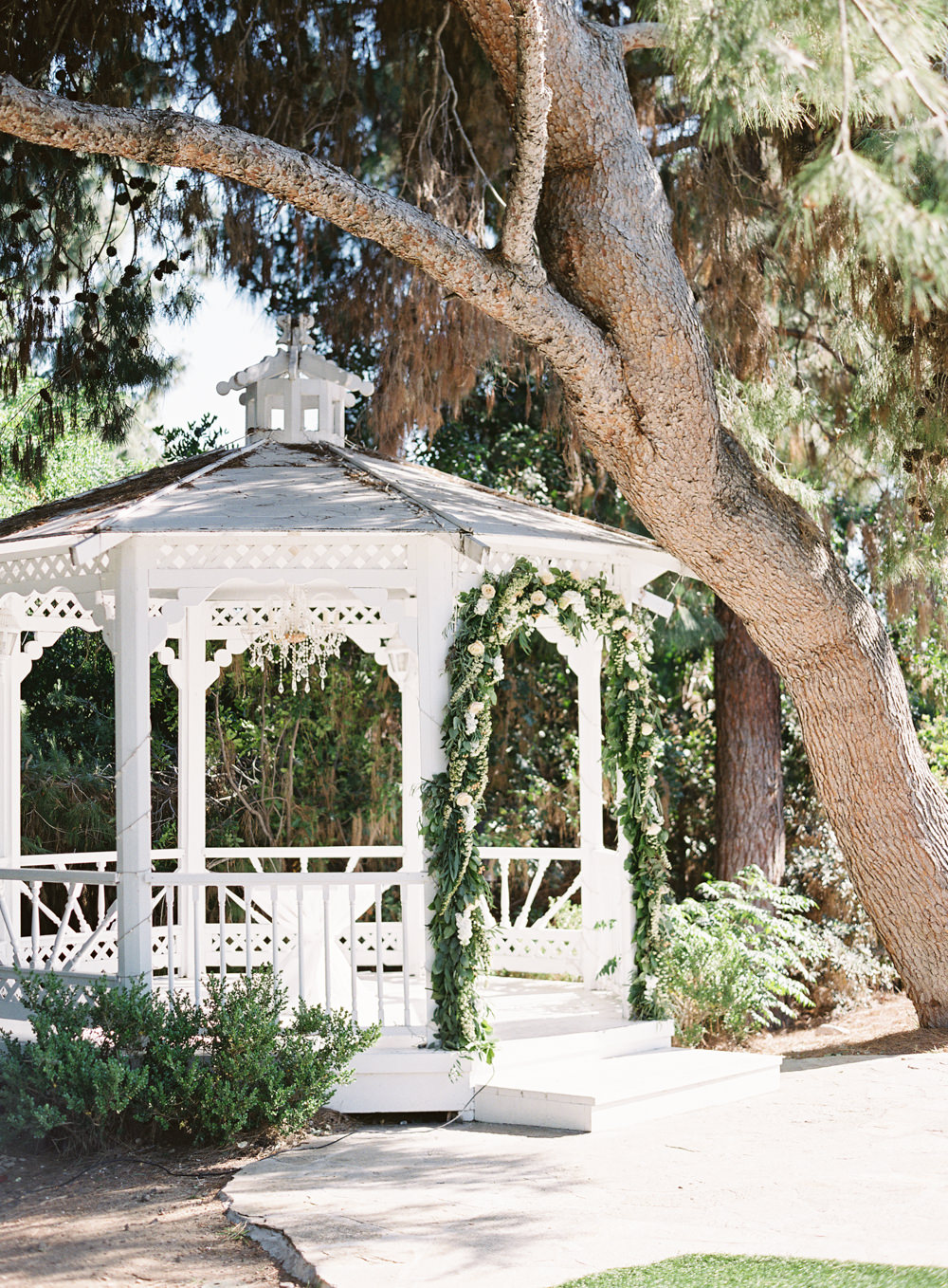 Romantic Garden Wedding in California | Style Me Pretty | Green Gables Estate | Classic Romantic ceremony | Southern California Film photographer | Whiskers and Willow Photography