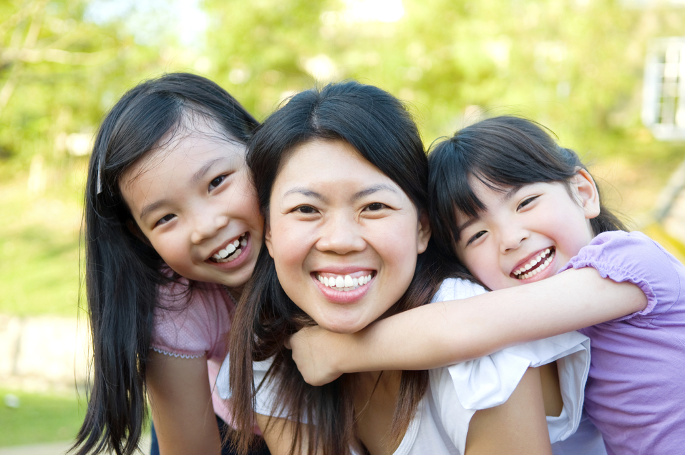 Asian-mother-and-daughters-000024983072_Large.jpg