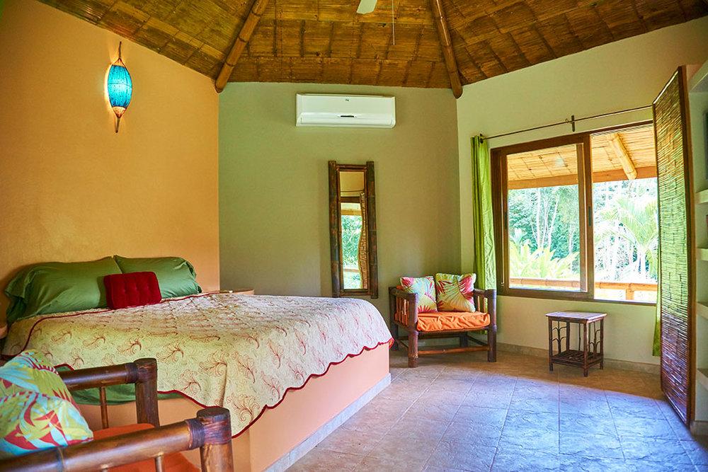 manoas-luxury-villas-colibri-master-1.jpg