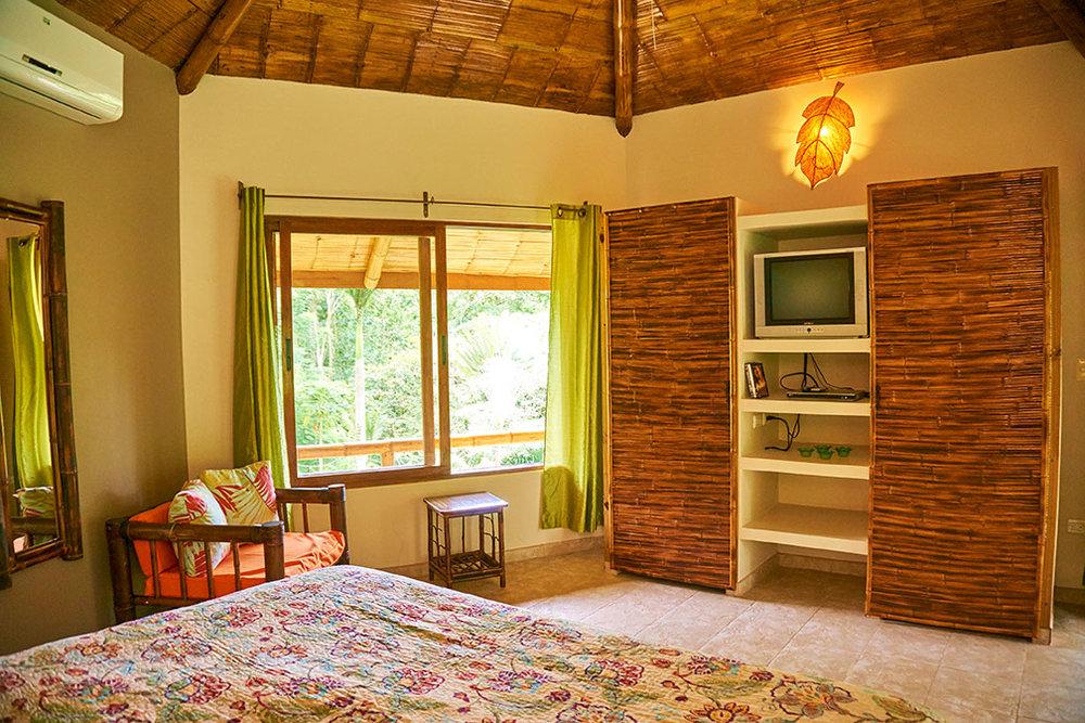 manoas-luxury-villas-colibri-master-3.jpg