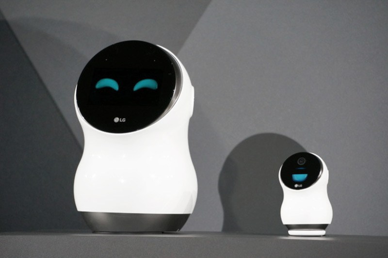 LG Hub Robot and Lenovo Smart Assistant
