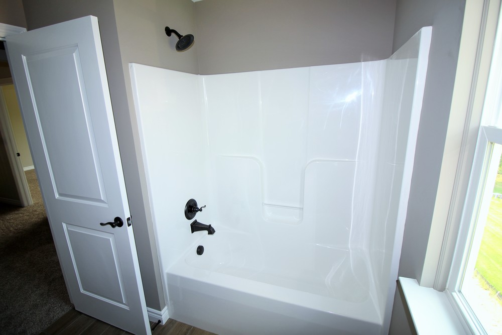 7423 Denali Main Bathtub.JPG