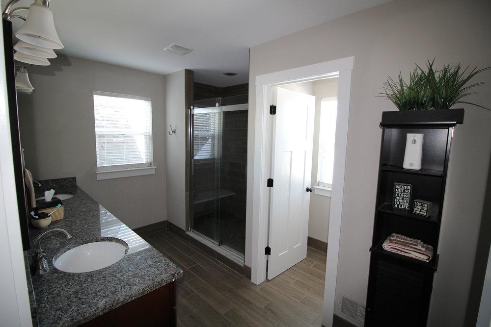 5603 Mesa_Master Bathroom.JPG