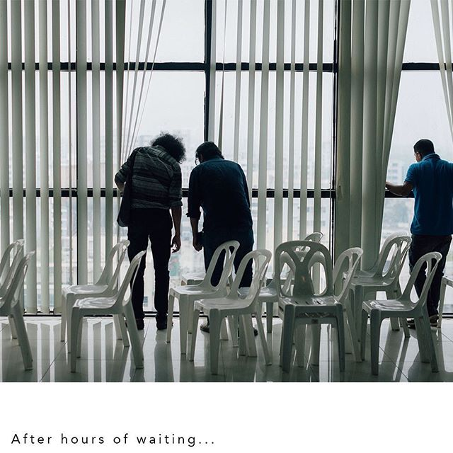 """""""After hours of waiting .... """". Today we count the last day of Chobi Mela X , time for a throwback on an uncomfortable moment: More to read on E Flux - https://conversations.e-flux.com/t/at-chobi-mela-photography-festival-arundhati-roy-talk-goes-ahead-despite-interference-from-dhaka-authorities/8860 #arundhatiroy #chobimela #shahidulalam. Photo by @sebiberensphoto"""