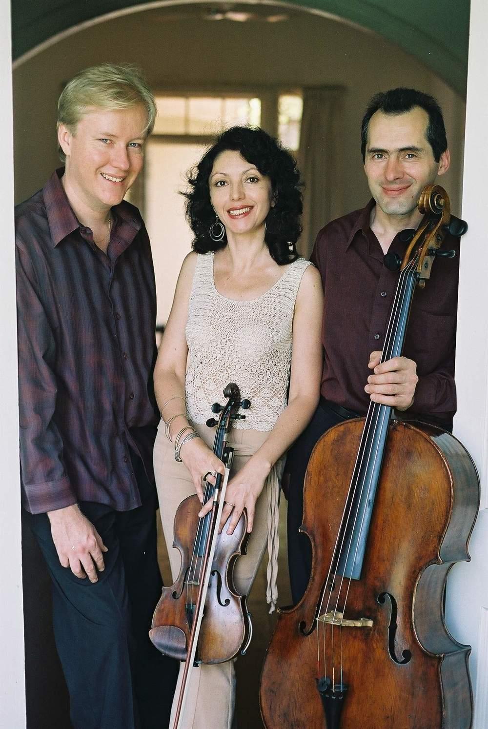 Kerimov Trio 0401.jpg